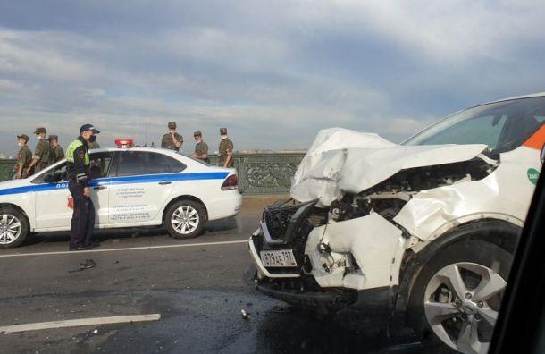 Пьяный водитель каршеринга устроил массовое ДТП наЛитейном мосту