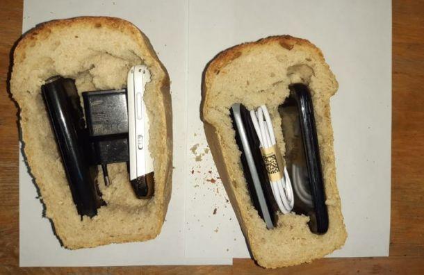 В «Новые Кресты» пытались передать 11 телефонов, спрятанных вхлебе