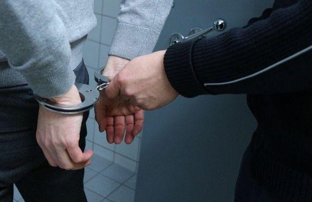 Рецидивистов наBMW задержали наОбводном занаезд наинспектора ДПС