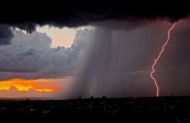 МЧС предупреждает: дожди игрозы придут вПетербург ввоскресенье