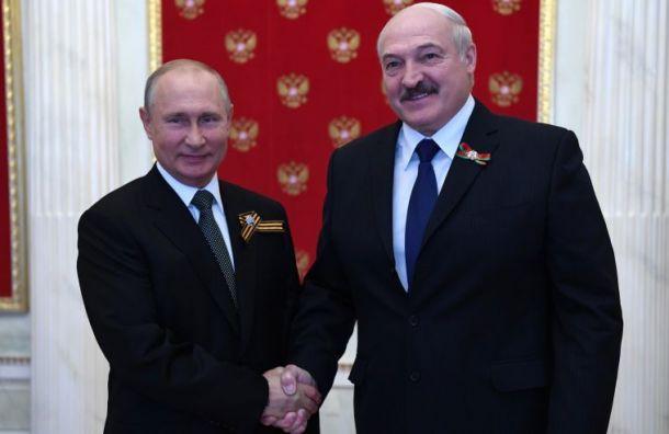 Задержанных вБелоруссии россиян вернули народину