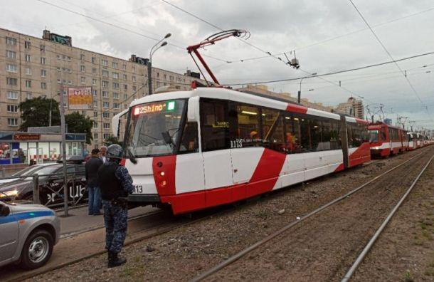 Трамваи встали вКупчино из-за разбитого стекла