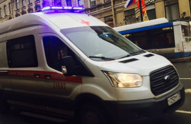 Mitsibishi протаранил грузовик наМалой Балканской