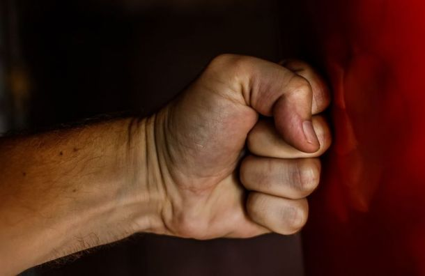 Психически больной мужчина убил собственную мать голыми руками