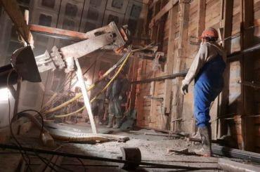 Сбастующими метростроевцами пообещали рассчитаться до2сентября