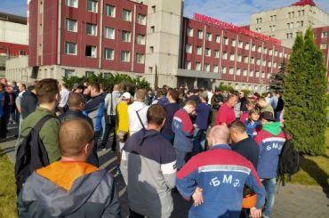 Заводы Белоруссии вышли назабастовку ссамого утра