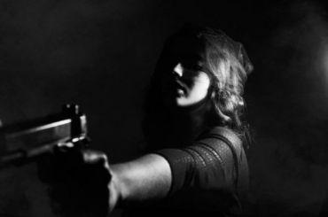 Пенсионерка получила четыре выстрела влицо запросьбу, тише хлопать дверью