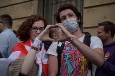 Петербуржцы вышли наакцию солидарности сбелорусами