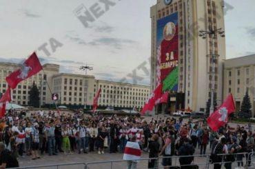 ОМОН начал задерживать протестующих наплощади Независимости вМинске