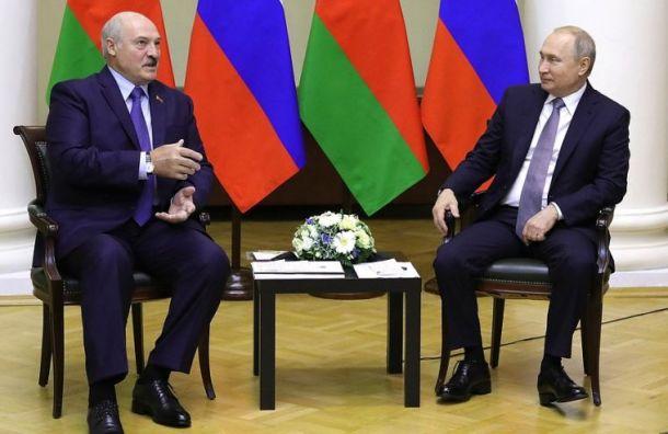 Путин поздравил Лукашенко спобедой напрезидентских выборах вБелоруссии
