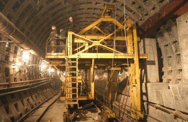 Строительство коричневой ветки метро приостановили из-за нарушений