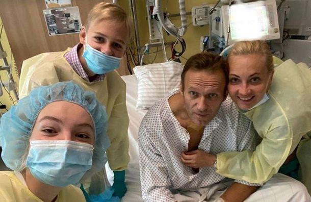 Навальный выложил первый пост после отравления