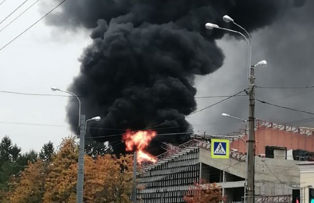 Петербуржцев напугал взрыв, горитЖК «Аист» напроспекте Ветеранов