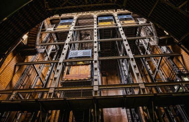 ВМосковском вузе обрушился лифт, вкотором находились студенты