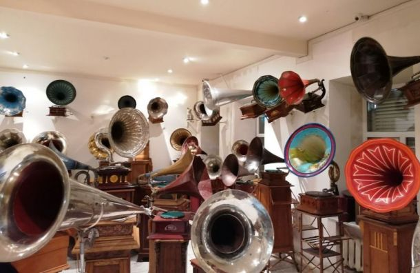 Беглов хочет спасти музей граммофонов