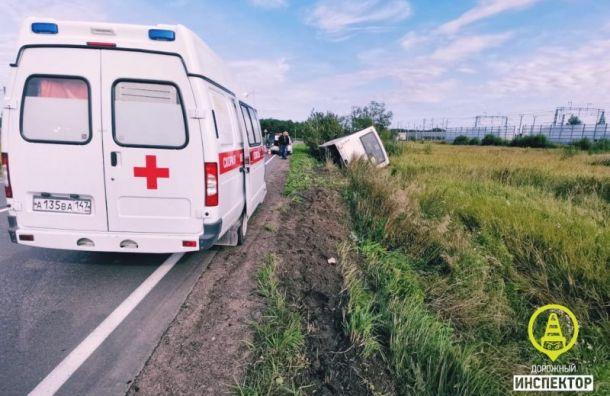 Автобус спассажирами съехал вкювет под Киришами