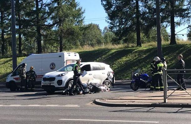 Мотоциклиста сбили вПриморском районе