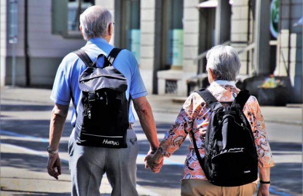 Петербургским пенсионерам рекомендовали сидеть дома
