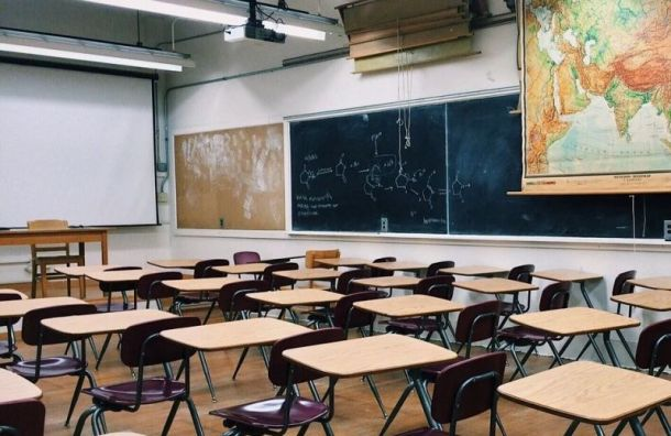 Смольный: Учителей необязывали следить заучениками всоцсетях