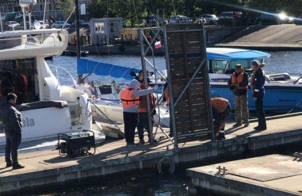 Элитные яхты ушли сПетровской косы