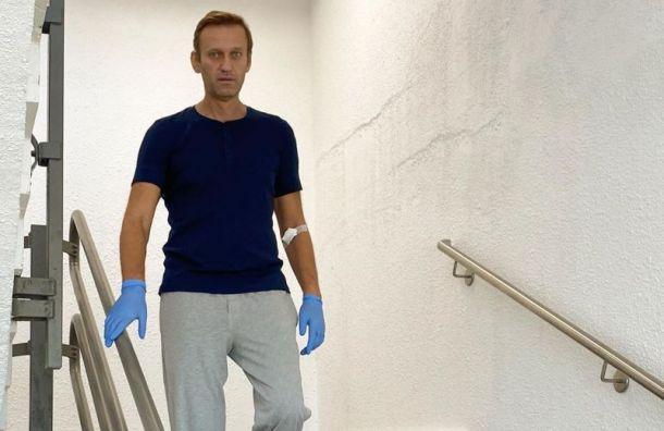 Навальный выложил фотографию, накоторой онспускается полестнице