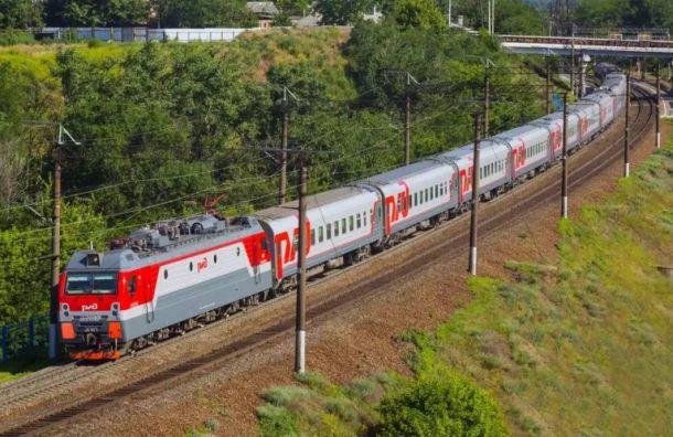 Пять пригородных поездов отстают отграфика из-за обрыва проводов