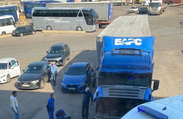 Водителя Scania раздавило кабиной наЛитовской улице