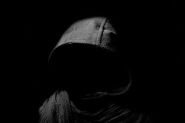 Трое злоумышленников вмасках обокрали баню мужского монастыря