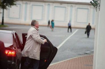 Чиновники Петербурга разъезжают намашинах вдень отказа отавтомобилей