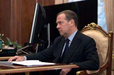 Песков высказался обидее Медведева раздать деньги россиянам