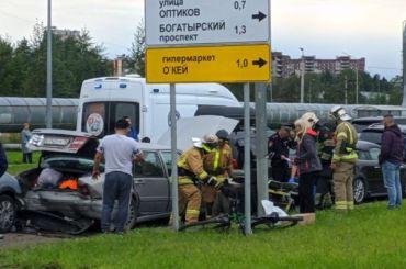 Два человека пострадали вмассовом ДТП наМебельной улице