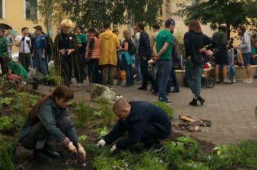 Активисты иглавный тренер «Зенита» Семак озеленили сквер наулице Марата