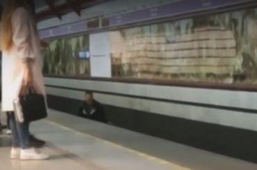 Пассажир упал напути настанции метро «Обводный канал»