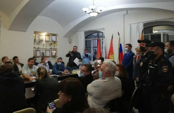 Неизвестные попытались сорвать совет вМО «Смольнинское»