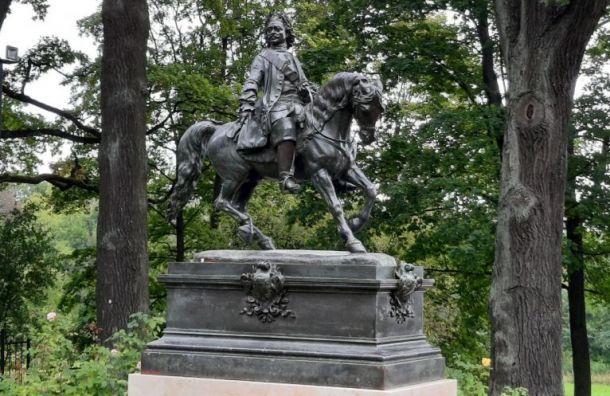 Памятник Петру Великому торжественно открыли вПетергофе
