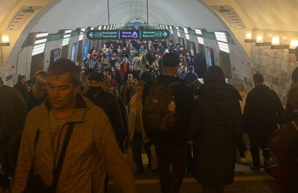 Смольный: количество пассажиров в масках в метро выросло до 95%