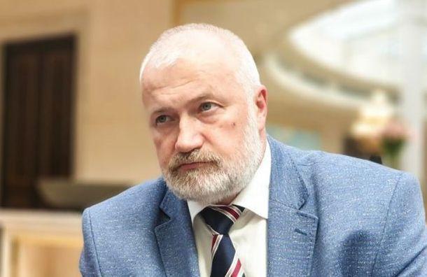 Депутат Амосов вгневе из-за снятия табличек «Последний адрес»