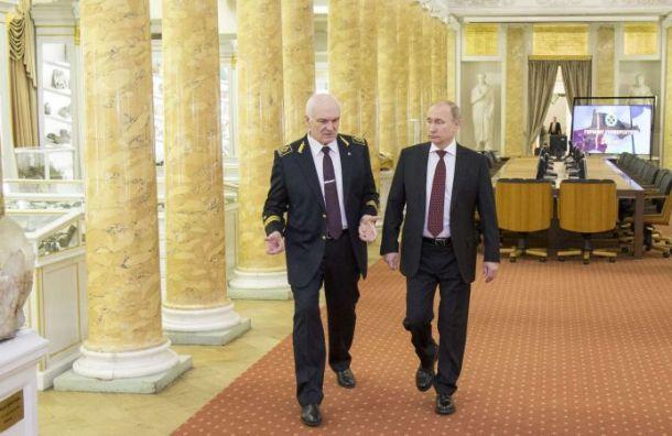 Путин наградил своего научного руководителя орденом