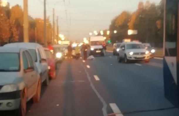 После ДТП петербурженка вышла осмотреть свою машину ипопала под колеса другой женщины