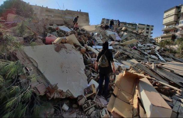 Более десяти домов ушли под землю вТурции из-за сильного землетрясения