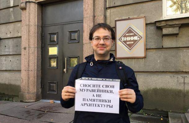 Активисты вышли впикеты взащиту здания сталинского неоклассицизма