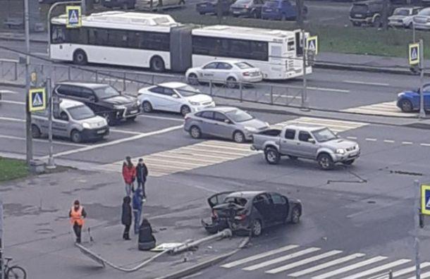 Volkswagen вКупчине отправил вбольницу двух пассажирок Peugeot