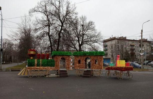 Петербург потратит почти 200 млн рублей наукрашения кНовому году