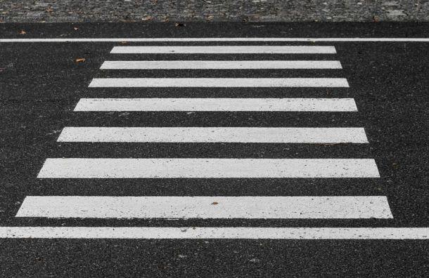 Ночью автомобиль сбил мужчину напешеходном переходе