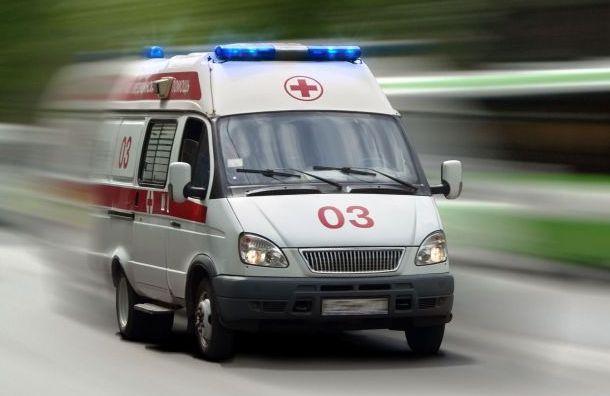 Автобус 30 метров протащил застрявшего вдверях школьника вПетербурге