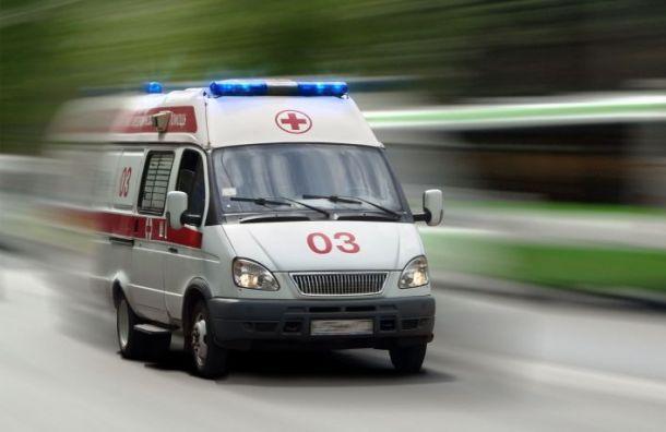 «Жигули» столкнулись сгрузовиком вПетергофе