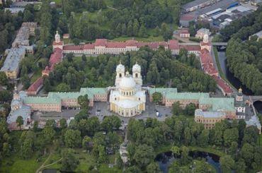 Смольный передал РПЦ недвижимость вПетербурге иСтрельне