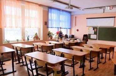 Количество ушедших накарантин школьных классов вПетербурге выросло до120