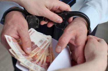Петербургского полицейского задержали завзятку в3 млн рублей
