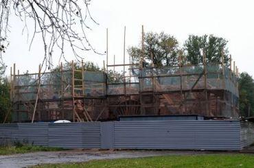 «Аренда зарубль»: инвестор разрушил часть Александровских ворот наОхте
